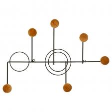 Metallist nagi 'Otel' must-sinepikollane